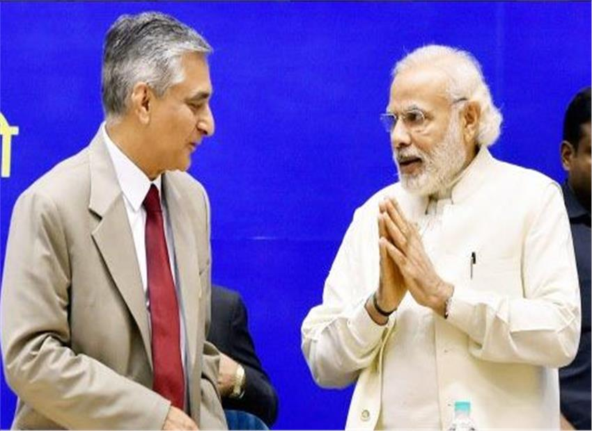 Bridging the 'West' and the 'East': Chief Justice of India TS Thakur and Prime Minister Narendra Modi at the inaugural session of Joint Conference of Chief Ministers and Chief Justices of High Courts